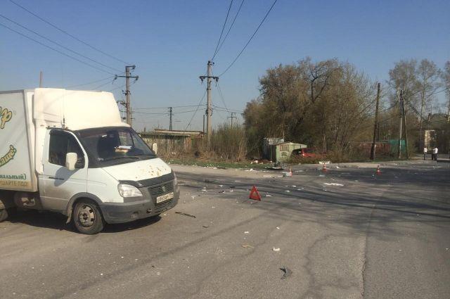 В аварии пострадали водитель и три пассажира иномарки, один из которых — 11-месячный ребенок.