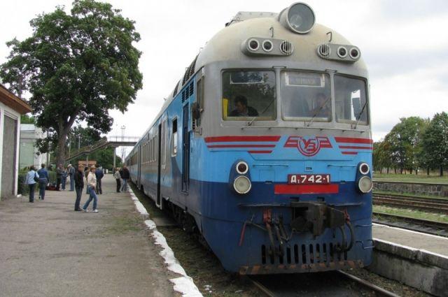 Дождь в плацкарте: пассажиры зафиксировали протекающую крышу поезда