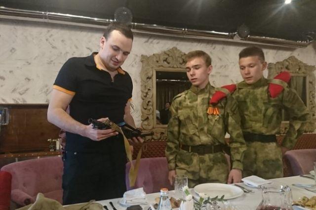 Дмитрий Ионин уже отдал скандальный автомат юнармейцам.