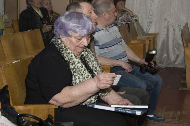 Племянница Василия Гринцова не смогла сдержать слёзы.