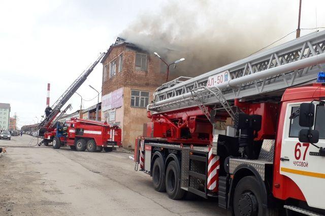 Жители Лысьвы говорят, что серьёзный пожар произошёл якобы на том самом металлургическом заводе, который, по слухам, изготовил крышу парижского Нотр-Дама.
