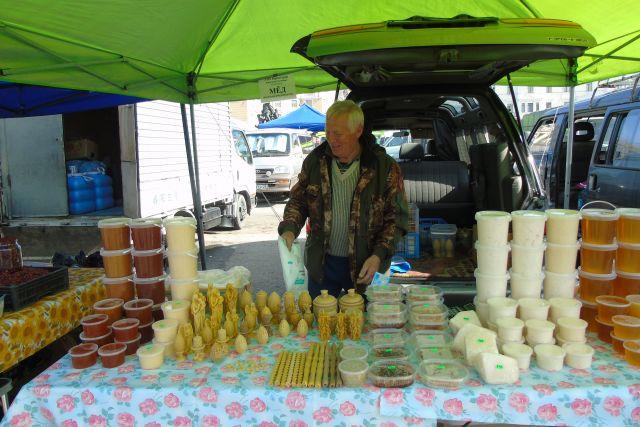 Мёд и продукты пчеловодства на ярмарках края хорошо раскупаются.