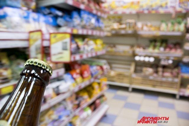 Подозреваемый признался, что несколько раз выносил алкоголь из магазина.