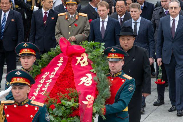 Накануне майских праздников Ким Чен Ын почтил память павших.