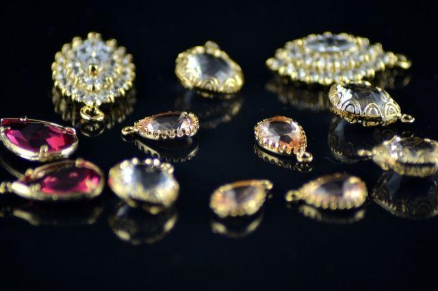 У ювелира дома обнаружили целую коллекцию драгоценностей.