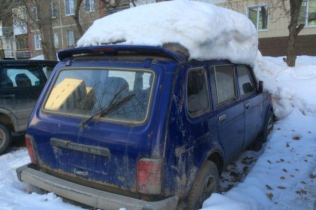 Вывезти сломанный автомобиль могут жильцы в присутствии госавтоинспектора.