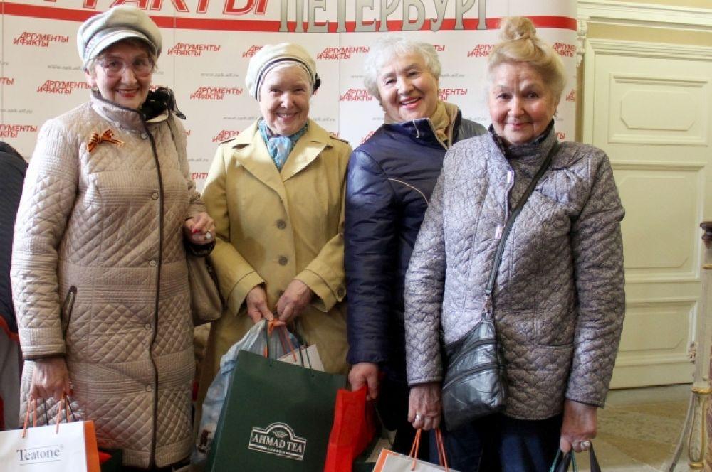 """Все гости праздника получили подарки от """"АиФ-Петербург"""" и партнеров мероприятия."""
