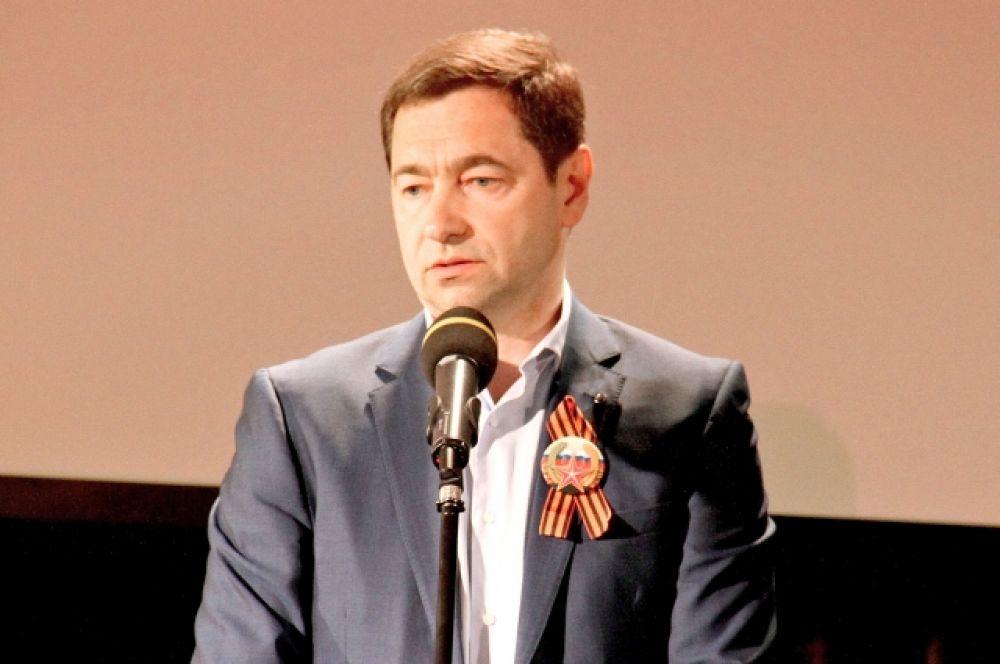 Заместитель председателя Северо-Западного банка ПАО Сбербанк Анатолий Песенников обратился к ветеранам с теплыми словами.