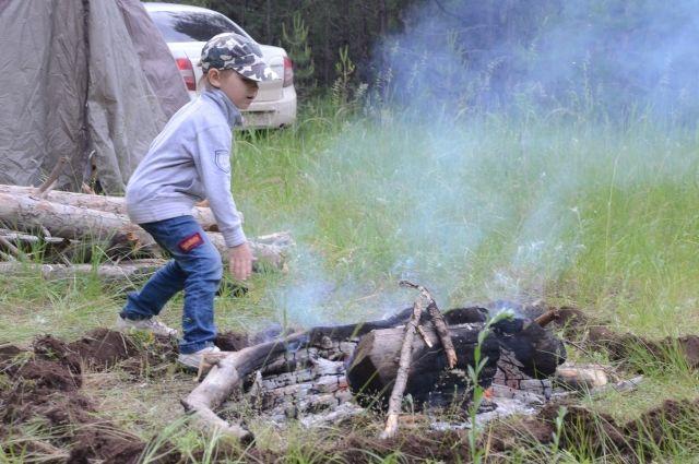 Несмотря на особый противопожарный режим, люди разводят костры.