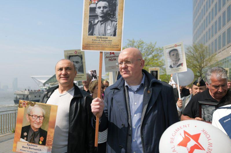 Руководитель «Хора Турецкого» Михаил Турецкий и постоянный представитель РФ при Организации Объединённых Наций Василий Небензя во время шествия по улицам Нью-Йорка.