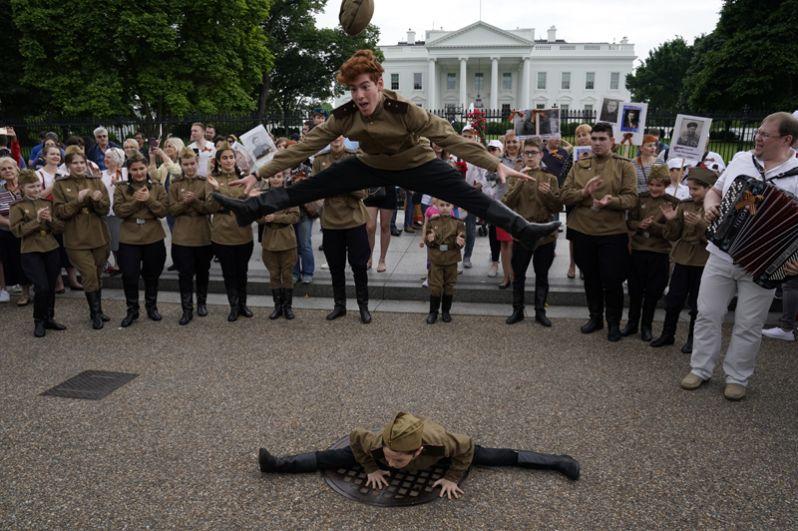 Участники «Бессмертного полка» в Вашингтоне.