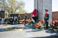 В Оренбурге возложили цветы к Вечному огню