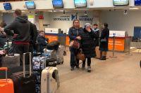 Сестра и мама мурманчанки Алёны Мартыновой приехали в аэропорт после полуночи с лишь одной надеждой: только бы она была жива, вопреки тому, что в списке выживших её имени нет.
