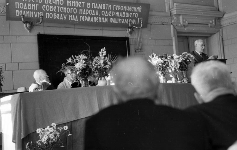 Торжественное заседание в мединституте, посвящённое 20-летию победы над фашистской Германией, 1965 г.