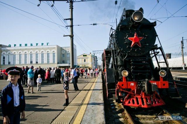 В Оренбурге в честь 74-ой годовщины Великой Победы запустили ретро-поезд