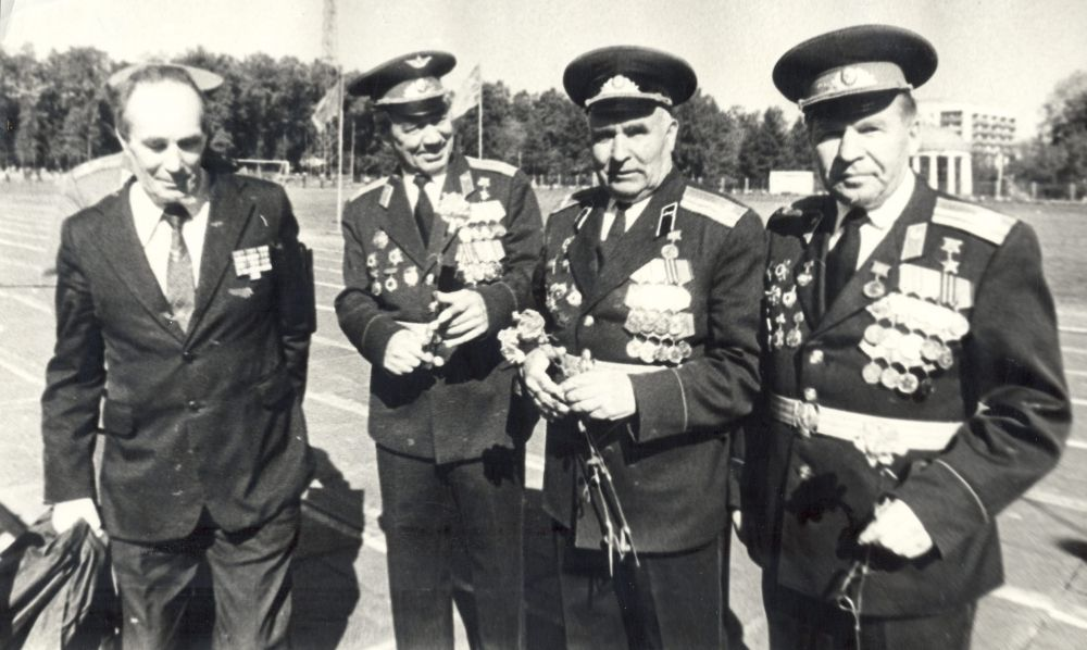 Встреча ветеранов в городском саду имени Горького в День Победы, 1986 г.
