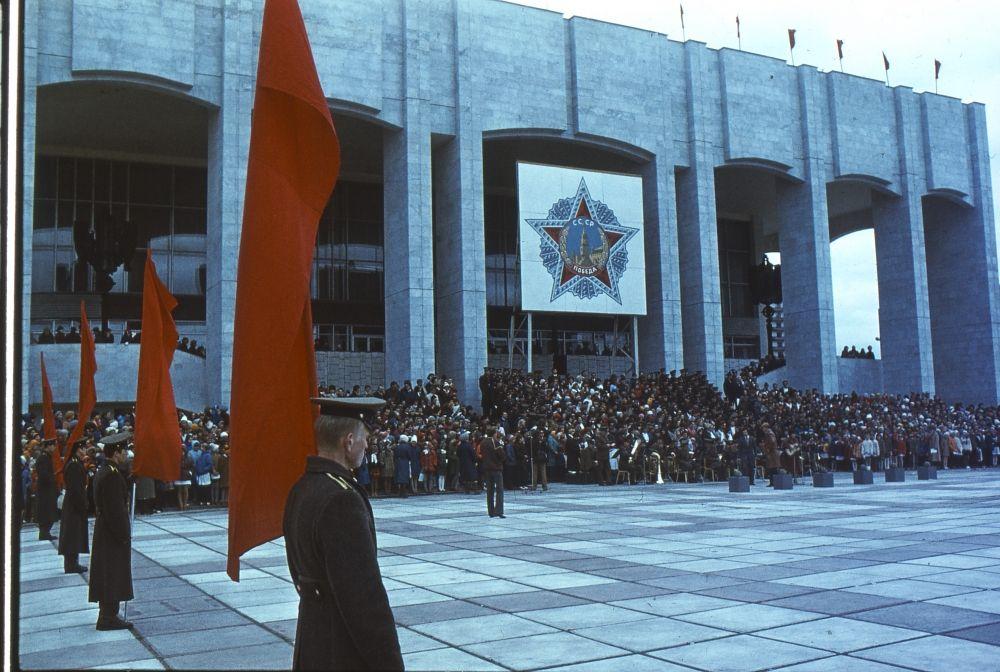 Митинг рабочих телефонного завода, посвященный 40-летию Победы, 1985 г.