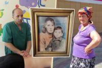 Фотографию с маленьким Каролем его мать Ида повесила на стену и хранила до самой смерти.