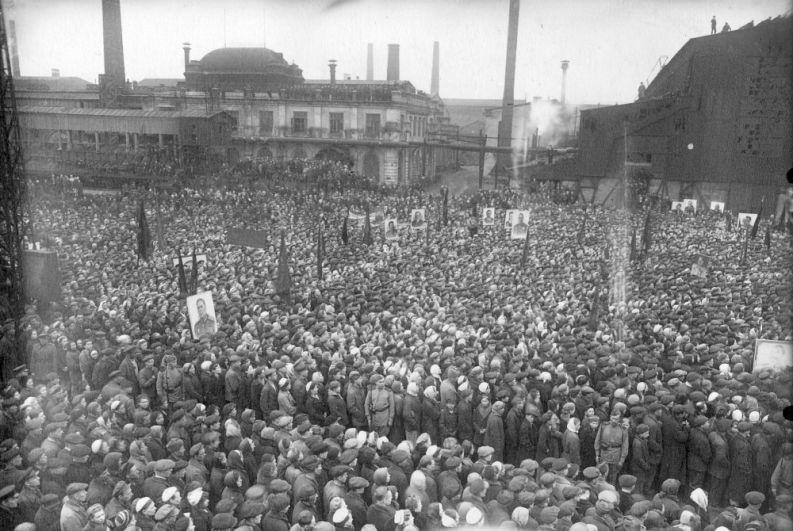 Митинг трудящихся завода им. Ленина в честь Дня Победы в Великой Отечественной войне, 9 мая 1945 г.