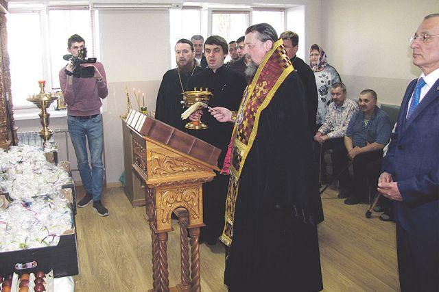 Освящение пасхальных угощений в храме святителя  Никодима Белгородского.