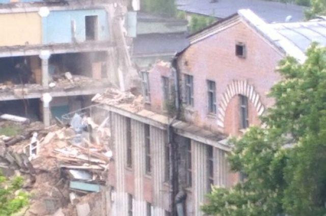 В Киеве начали снос корпуса военного завода «Радар»