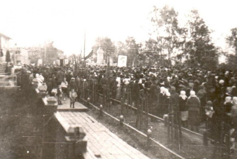 Митинг в парке имени Кирова в Сыктывкаре в первый день войны 22 июня 1941 г.