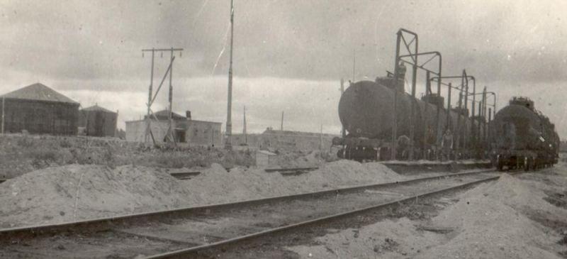 Подготовка к отправке добытой нефти, 1943 г.