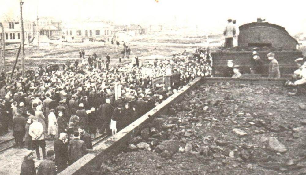 Митинг в Воркуте «Уголь героическому Ленинграду», лето 1943 г.