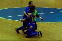 Хозяева празднуют решающий гол Максима Емельянова в четвёртом поединке серии.
