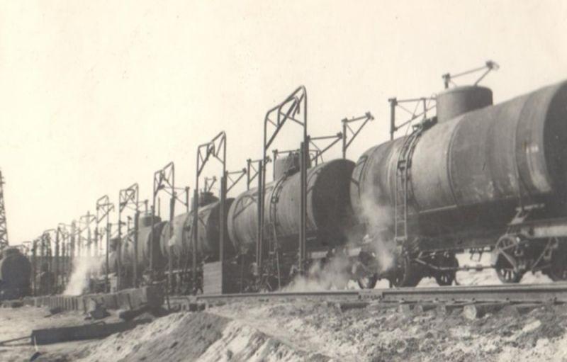 Эшелон со сверхплановой нефтью в подарок героическому Ленинграду, 1944 г.
