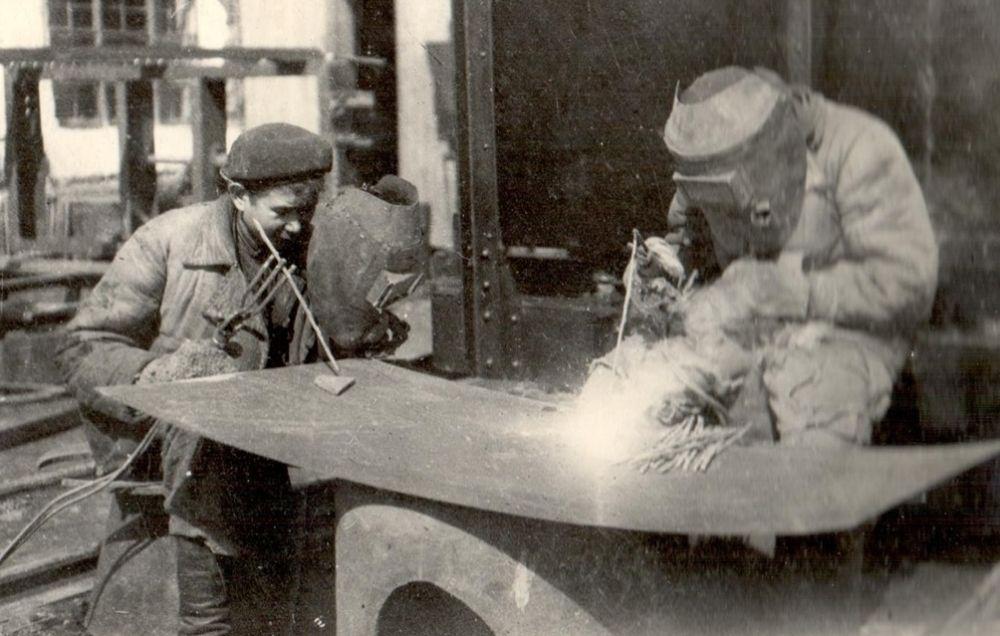 Юные электросварщики Ухтинского ремонтно-механического завода, 1944 г.