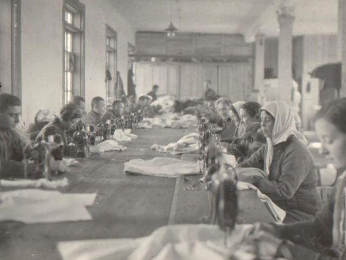 Швейный цех Ухтокомбината, 1944 г.