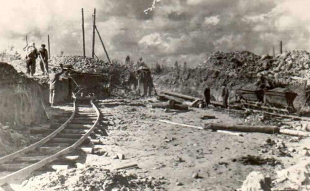 Добыча асфальтита в Ухтокомбинате, 1945 г.