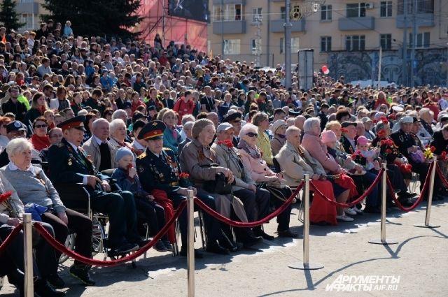 Праздник начался сегодня на Октябрьской площади в 10:00.