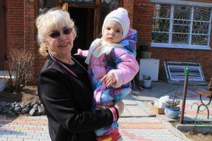 Мая Костина со своей внучкой