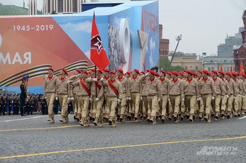Парадный расчет Всероссийского детско-юношеского военно-патриотического общественного движения «Юнармия».