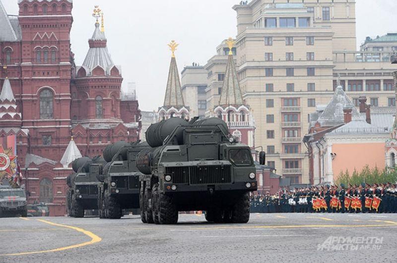 Транспортно-пусковая установка зенитного ракетного комплекса С-400 «Триумф».