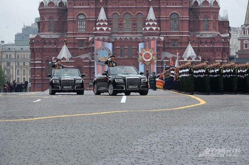 Автомобили Aurus Senat на военном параде.