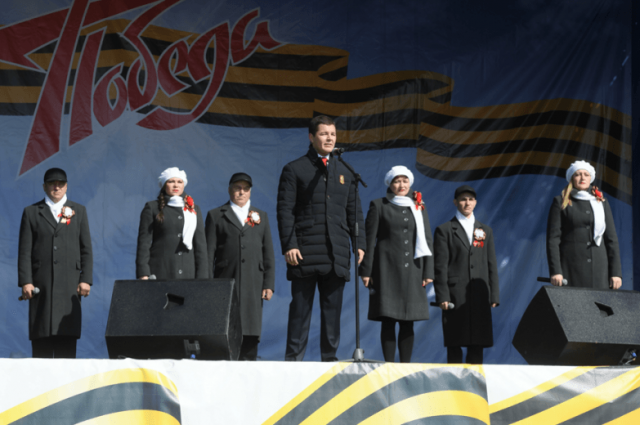 Губернатор ЯНАО принял участие в праздничном шествии 9 Мая
