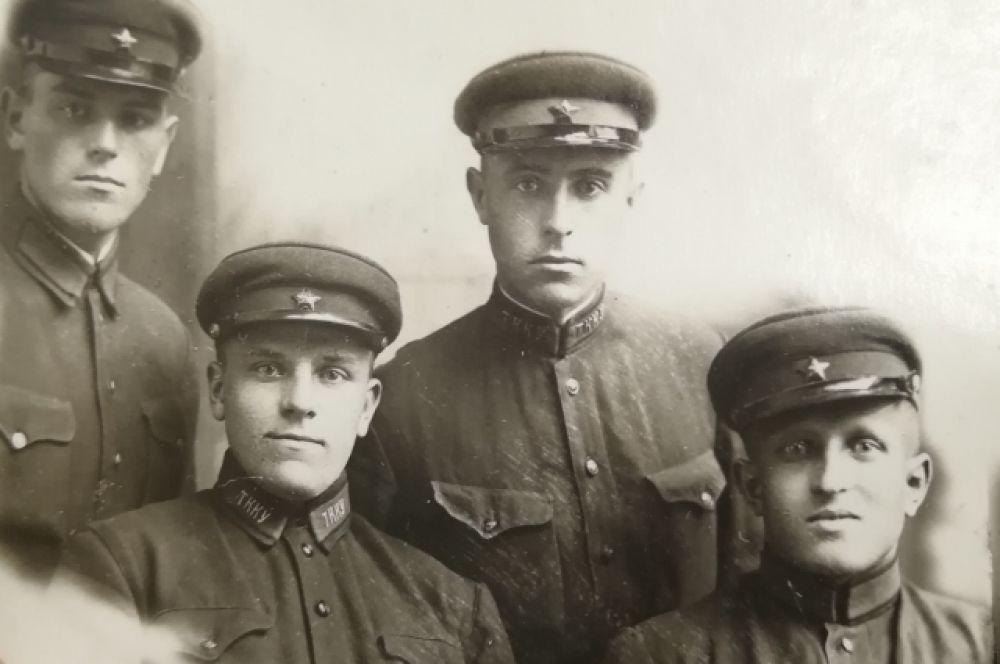Курсанты Севастопольского училища зенитной артиллерии. Тамбов. 31 октября 1938 года.