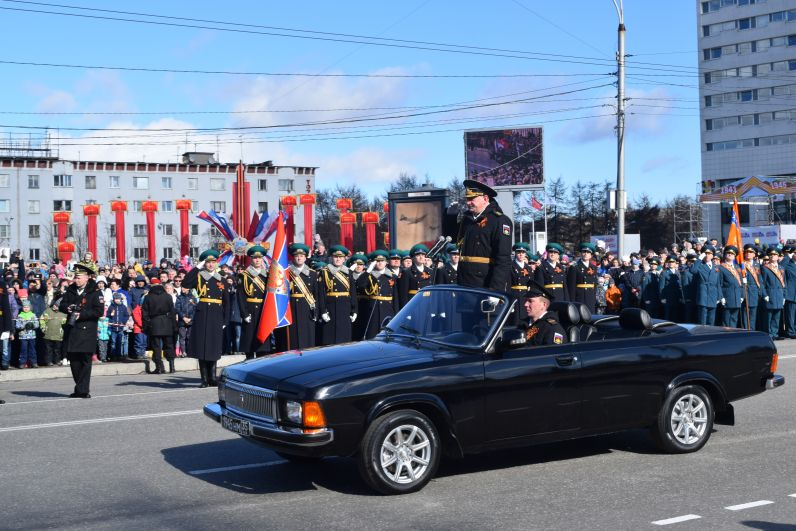 Принимал парад главнокомандующий ВМФ Николай Евменов.