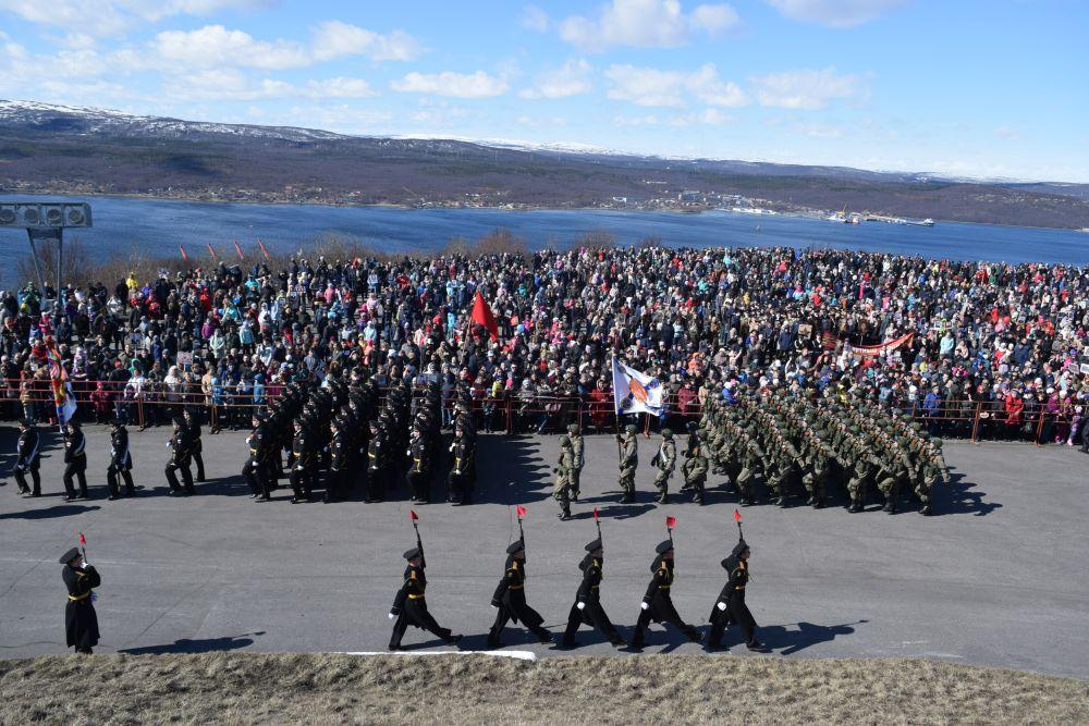 После шествия состоялся традиционный митинг.