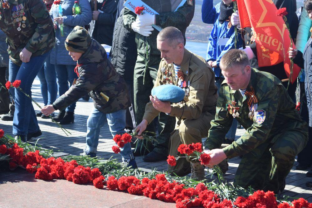 Северяне возложили цветы и венки к вечному огню.