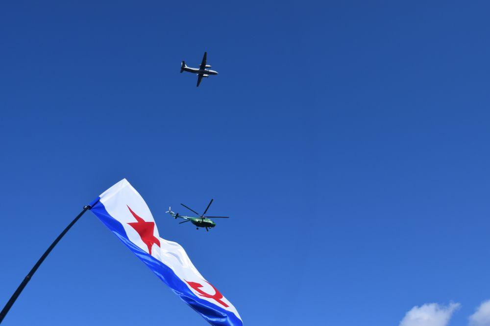 Подарком северянам стал авиапарад.