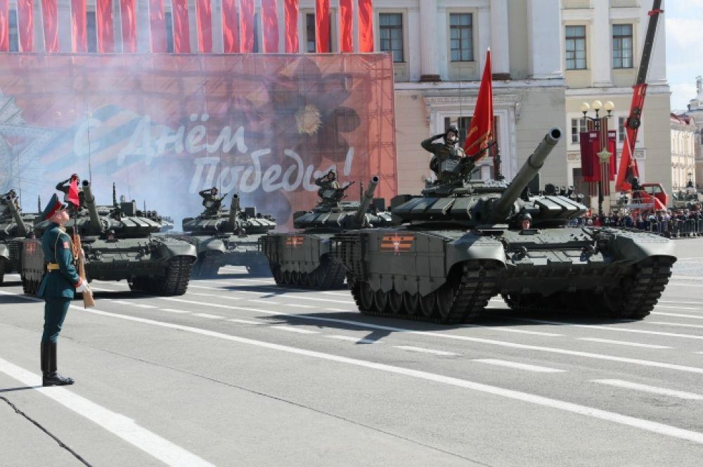 На Дворцовой площади состоялся военный парад в ознаменование 74-й годовщины Победы в Великой Отечественной войне