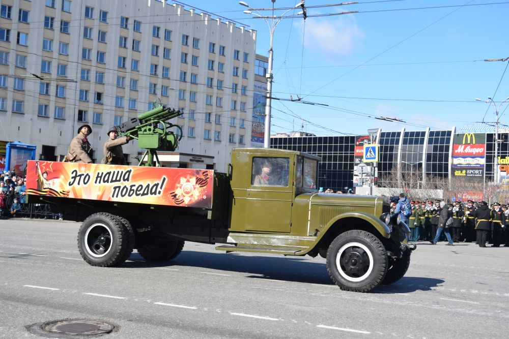 На параде в Мурманске была представлена техника военных лет.