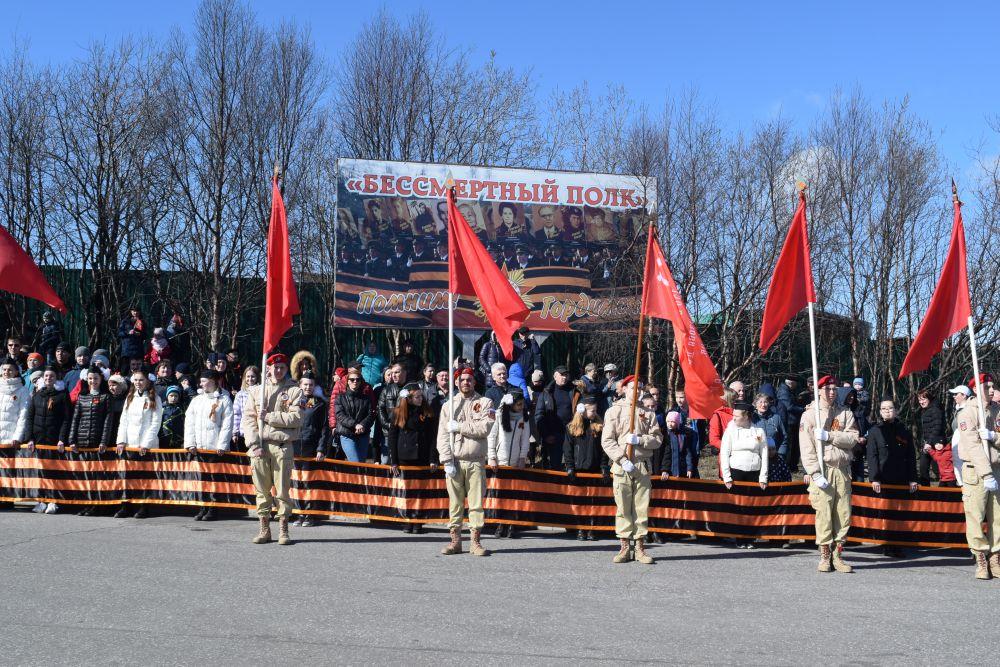 Важную роль в параде сыграли юнармейцы.