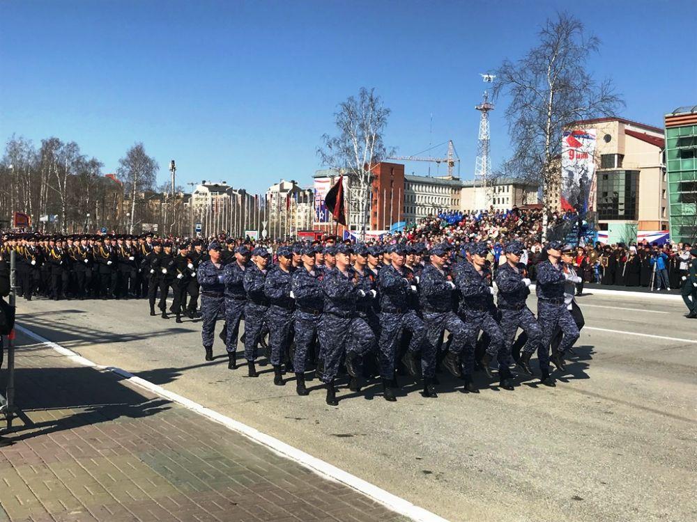 Далее прошли военизированные подразделения, ветераны боевых действий, кадетские классы...