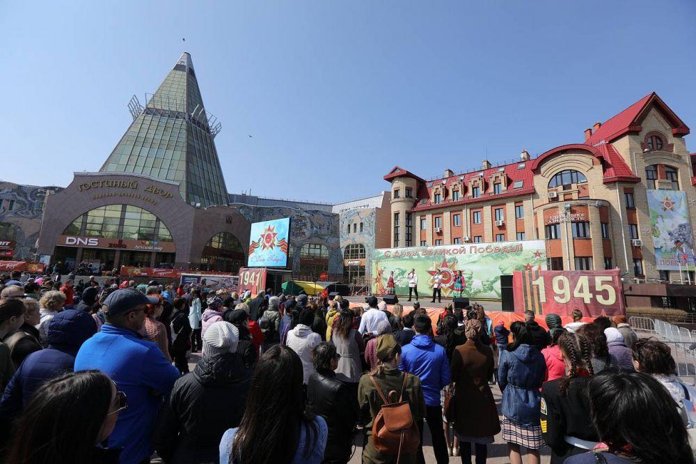 Вечерняя концертная программа была представлена городскими творческими коллективами.