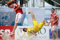 Сборная Украины по пляжному футболу разгромно уступила России